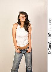 sexy, kobieta, w, dżinsy, i, cysternowy-szczyt