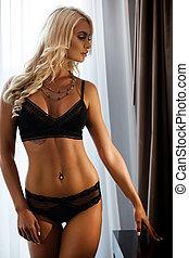sexy lingerie, czarnoskóry