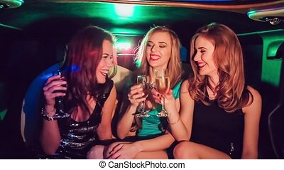 sexy, mädels, in, der, auto., celebrating.