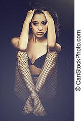 sexy, młoda kobieta, w, fishnet, stockin