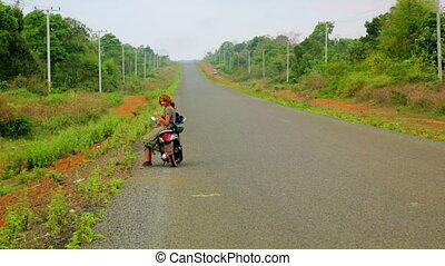 sexy, meisje, op de straat, met, haar, motorfiets, het reizen, laos