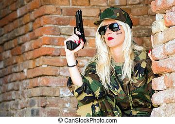 sexy, militaer, frau, mit, gewehr