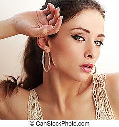 sexy, modelo, con, negro, eyeliner, y, labios rosa, looking., primer plano, retrato