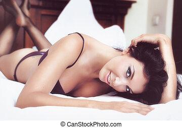 sexy, mujer hermosa, en, lenceria