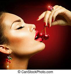 sexy, mujer que come, cherry., sensual, labios rojos, con, cerezas