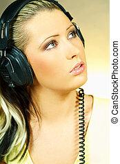 sexy, niña, con, auriculares