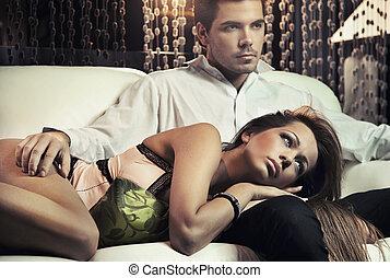 sexy, pareja, enamorado, posar, en, romántico, estilo