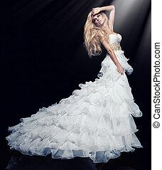 sexy, rubio, mujer, en, vestido blanco