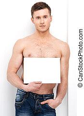 sexy, topless, ataque, hombre, tenencia, blanco, paper., posición, en, vaqueros, aislado, encima, fondo blanco