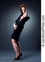 sexy, topless, mujer, desvestir, abrigo negro