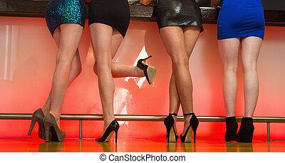 sexy, vrouwen, benen, staand, back, naar de camera