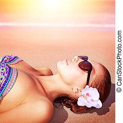 Sexy woman on the beach - Closeup of beautiful female lying...