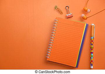 sfondo arancia, blocco note, ufficio, cuffia, penna, suppliers