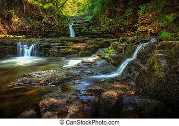 Sgwd Isaf Clun-gwyn waterfalls