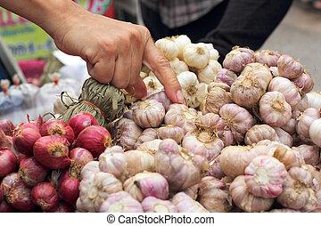 Shallot - garlic in the market