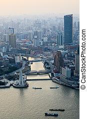 shanghai, el pasar por alto, anochecer
