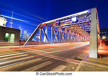 shanghai garden bridge traffic at night