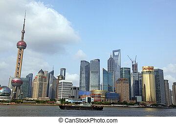 shanghai, -, juni, 15:, shanghai, pudong, skyline, udsigt fra bund, -, der, er, æn, i, den, top, ti, shanghai, tiltrækninger, ind, shanghai, kina, på, juney, 15, 2012