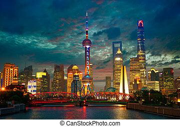 shanghai, skyline, an, dämmerung