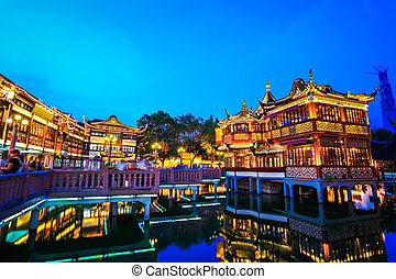 shanghai yuyuan garden at night
