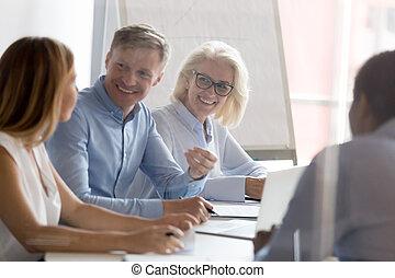 sharing, мозговой штурм, сотрудников, ideas, брифинг, улыбается