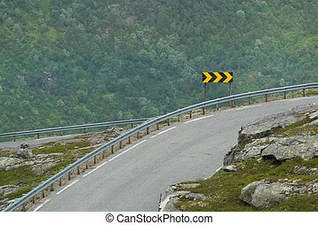 Sharp curve indication on an extreme highway