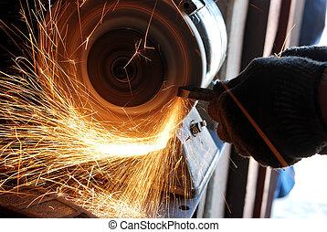 Sharpening - Manual sharpening of a tool on grinding machine