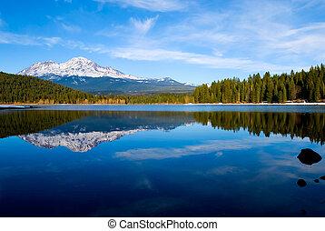 Shasta Mountain - Snowy mountain in Northern California