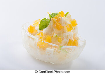 Shave ice - Mlik flavoured shave ice with mango jelly