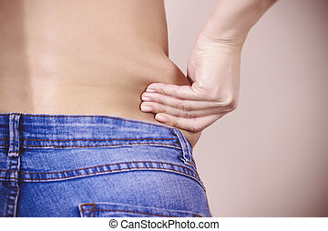 She pulls the hand skin showing fat in the abdomen and...
