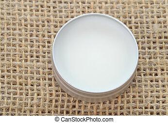 Shea butter perfect balm. - Pure shea butter in metallic tin...
