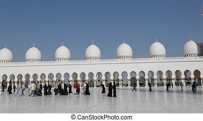 Sheikh Zayed Mosque in Abu Dhabi - Sheikh Zayed Grand Mosque...