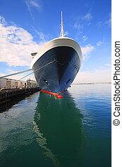 ship., cruise
