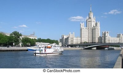 Ship EMERCOM and walking ships near Bolshoy Ustinsky Bridge...