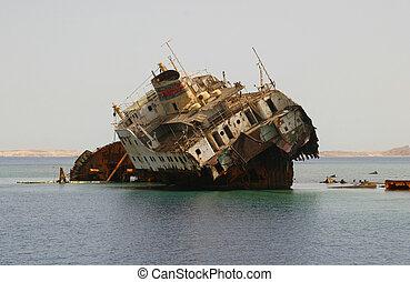 shipwreck summer sea