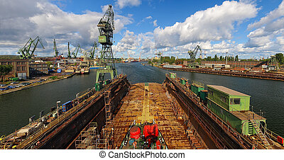 Shipyard in Gdansk - View from the dock to the panorama of ...