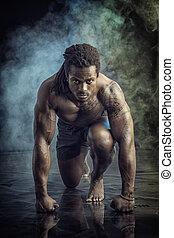 shirtless, gespierd, man, uitvoeren, sprint, gereed