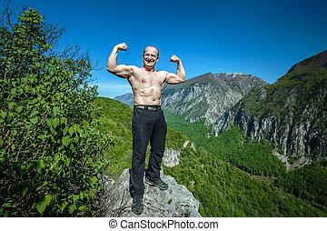 shirtless, muskulös, mann, auf, berg