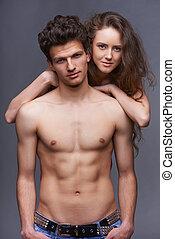 shirtless, pareja joven, se abrazar
