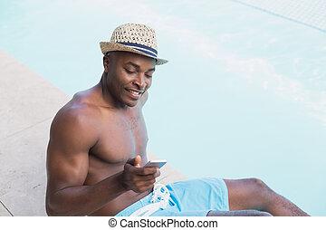 shirtless, texting, telefone, poolside, homem, bonito