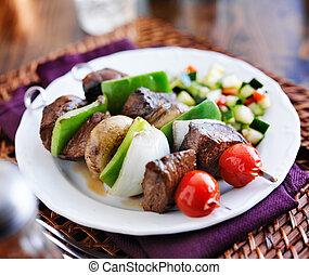 shishkabob, insalata, spiedi, cetriolo, verdura, bistecca