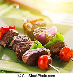 shishkabobs, プレート, 緑, 牛肉, グリルされた