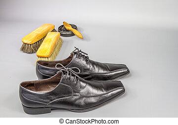 Shoe grooming