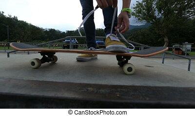 shoelace, przywiązywanie, skateboarder
