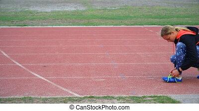 shoelace, widok budynku, samica, ślad, atleta, kaukaski, 4k...