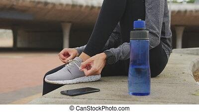 shoelaces, kobieta, przywiązywanie, ubranie sportowe, jej
