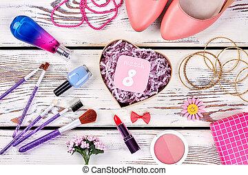 shoes., produits de beauté, bijouterie