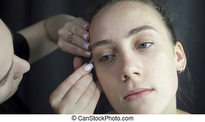 Shooting of master plucking eyebrows - Video of master...