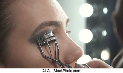 Shooting of master using eyelash curler - Video of visagist...