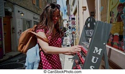 shop., boîte, portrait, souvenir, rue, tries, girl, cadeau, beau, petit, musique